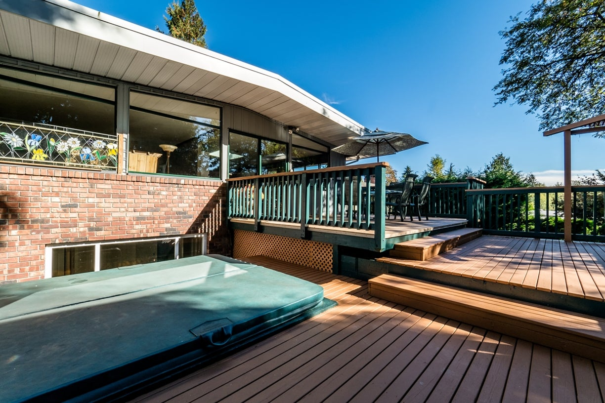 Tiered Deck (Hot Tub)